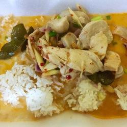 Tom Kha Gai - zuppa di pollo con latte di cocco e funghi