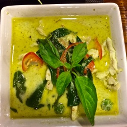Green curry con pollo e peperoncino