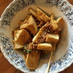 Tofu fritto con salsa piccante